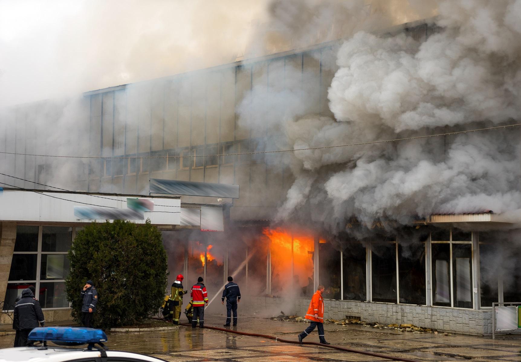 incendie bâtiment métallique